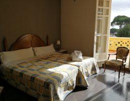 Habitación Doble Fachada Con Terraza Junio a Septiembre